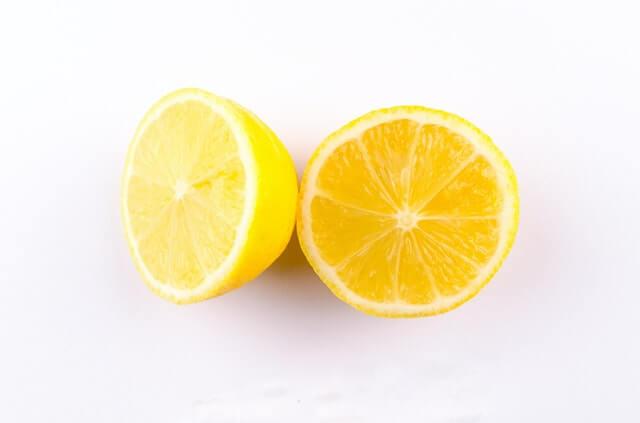 הבהרת כתמי העור באמצעות לימון - מדריך פרקטי לביצוע
